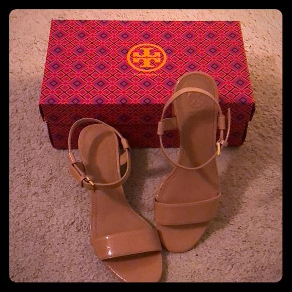 615252f82ccf Tory Burch Laurel ankle-strap sandal. M 5b9491c81e2d2dc225323c33